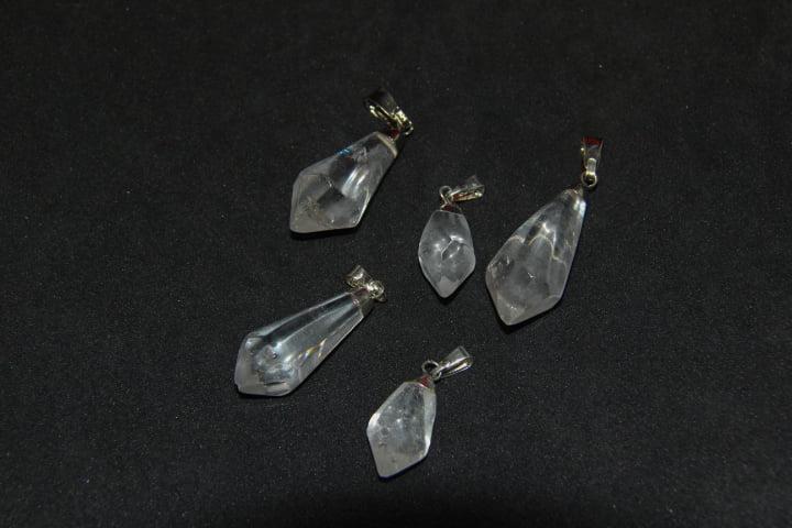 Pingente de Pedra Quartzo Cristal em Ponta M - Helena Cristais