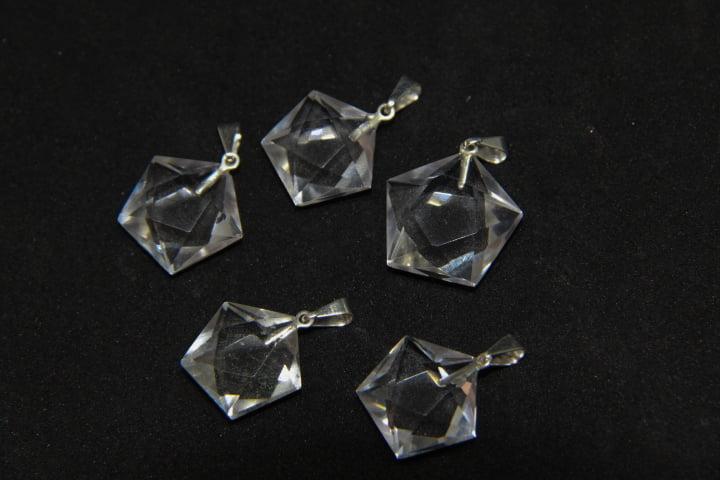 Pingente Pentágono de Pedra Quartzo Cristal
