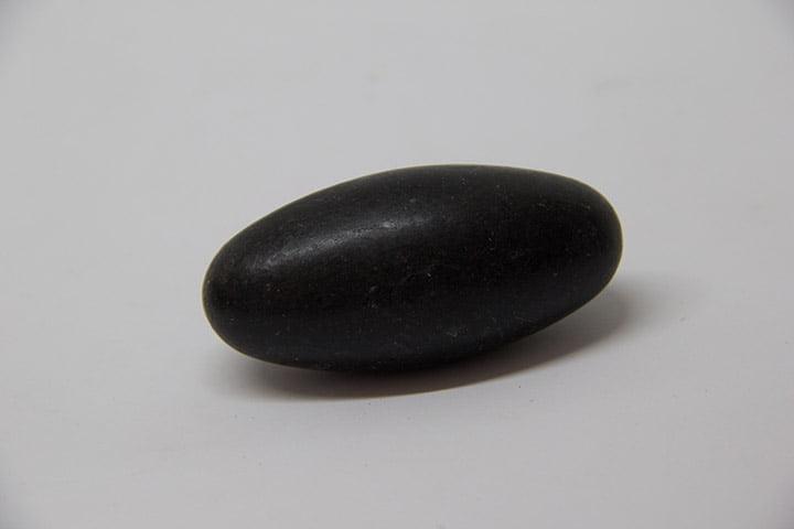 Pedra Shiva Lingam Preta - Helena Cristais