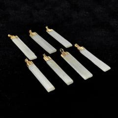 Pingente de Pedra Selenita Branca metal dourado a